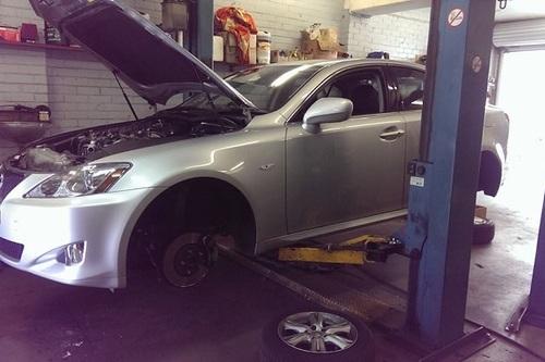 Vehicle_On_Hoist_At_Elvis_Mechanical_Repairs.jpg