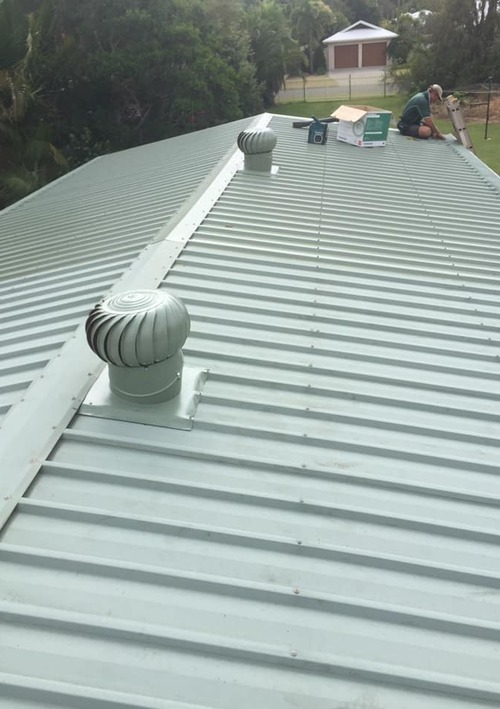 https://luminousau.s3.amazonaws.com/uploads/website_image/account/1281/vertical_Hasting_Installing_Gutter_Guard.jpg