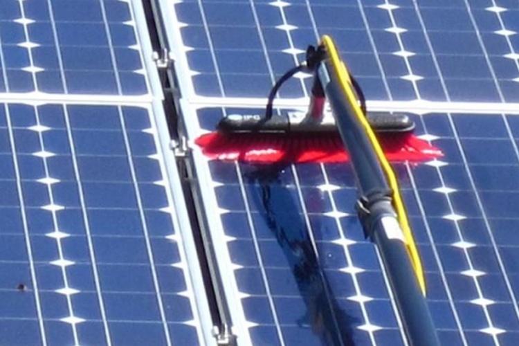 Solar_Panel_Cleaning.jpg