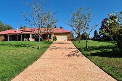 Large_Stencilcrete_Driveway_After_Cleaning.jpg