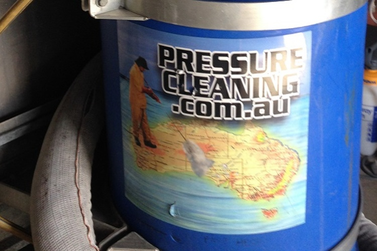 Cairns_Pressure_Cleaning_Stickers_On_Trailer.jpg