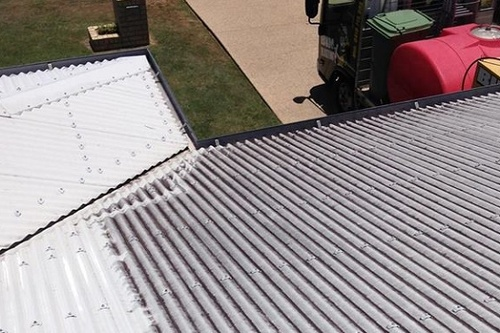 https://luminousau.s3.amazonaws.com/uploads/website_image/account/481/preview_metal_roof_cleaning_mackay.jpg