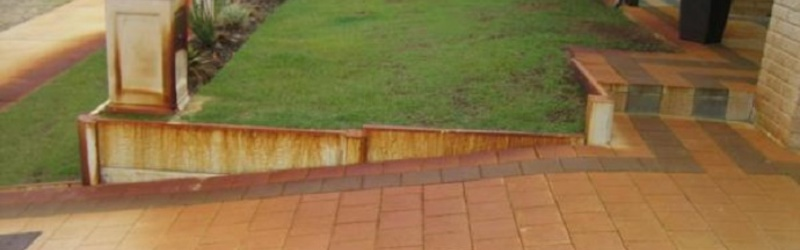 Driveway_Bore_Stains_On_Pavers.jpg
