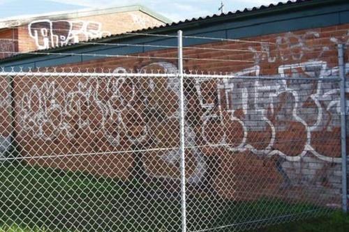 Graffiiti_on_Bricks.jpg