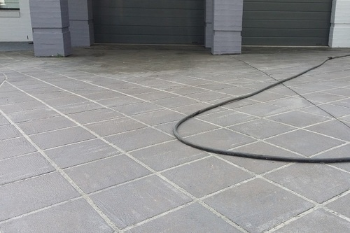 https://luminousau.s3.amazonaws.com/uploads/website_image/category_element/1671/preview_driveway_before_clean_and_sealing.jpg