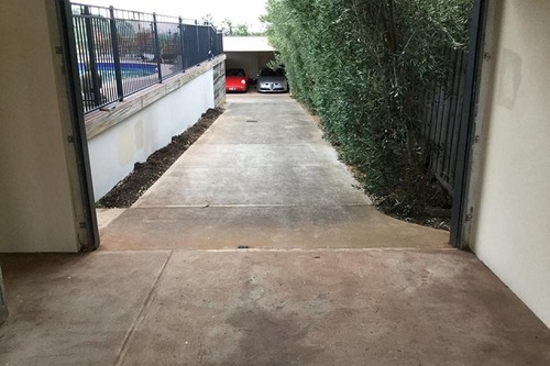 https://luminousau.s3.amazonaws.com/uploads/website_image/category_element/1735/preview_Driveway_Before_Cleaning.jpg