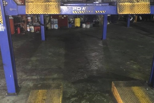 Car_Hoist_Bay_Floor.jpg