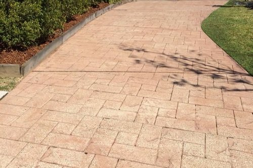 https://luminousau.s3.amazonaws.com/uploads/website_image/category_element/2380/preview_Stamped_Concrete_Driveway_Colour_Wearing.jpg