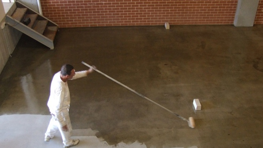 Concrete_Sealing_with_roller_application.jpg