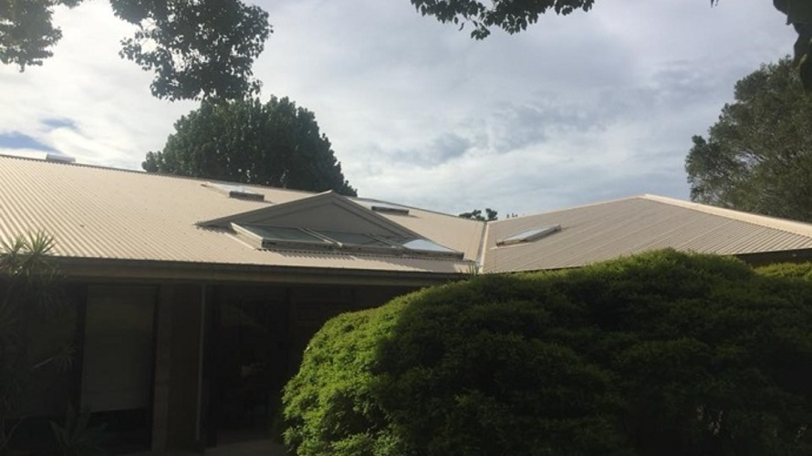 Colorbond_roof_cleaning_in_port_macquarie.jpg