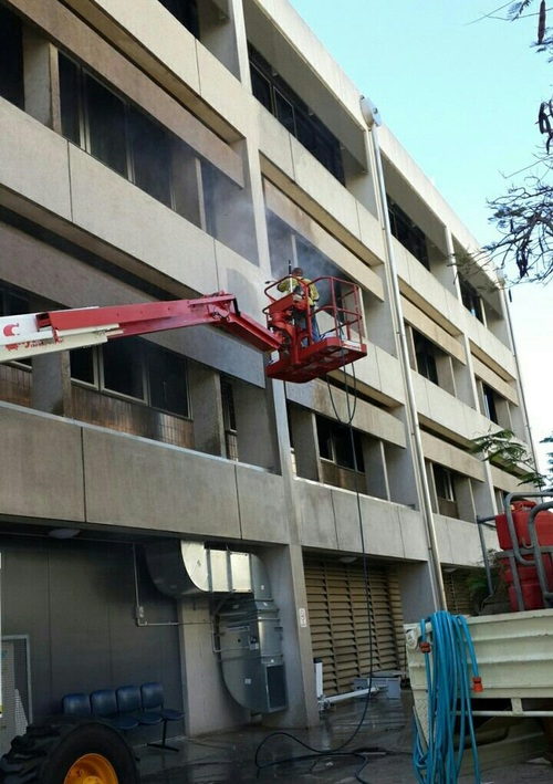 https://luminousau.s3.amazonaws.com/uploads/website_image/category_element/727/vertical_Commercial_Building_Pressure_Washing_in_Townsville_QLD.jpg