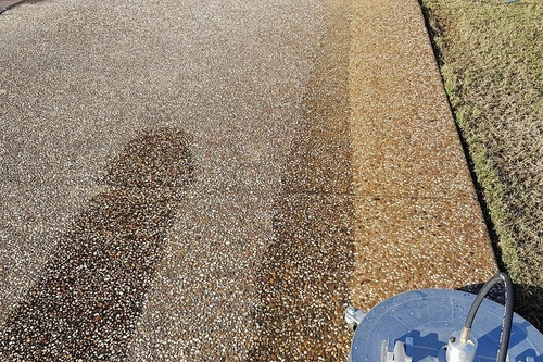 https://luminousau.s3.amazonaws.com/uploads/website_image/category_element/730/preview_Pebblecrete_driveway_cleaning_townsville.jpg